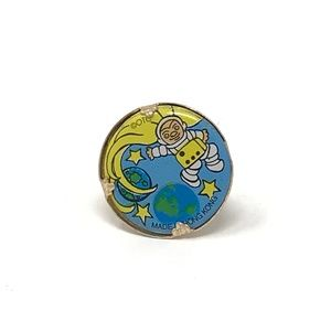 Jewelry - Vintage Yellow & Blue Astronaut Pin